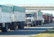 Cola de camiones en Rosario