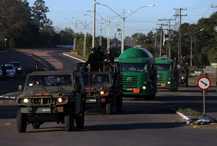 Huelga en Brasil. Transporte custodiado