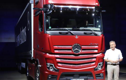 tefan-Buchner-Mercedes-Benz-Trucks