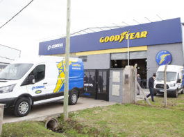 Neumáticos Corral reabrió sus puertas en Moreno