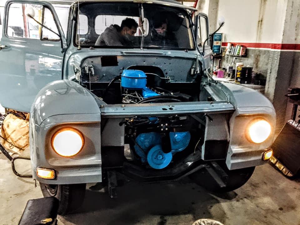 El viejo Bedford con el renovado motor en su lugar