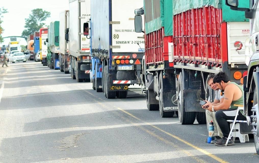 Centenares de camioneros varados en Clorinda