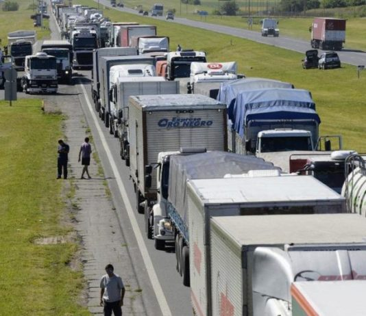 Acopiadores protesta por paro de transporte