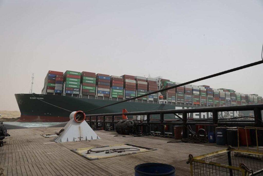 Buque varado Canal de Suez Asia Europa