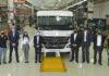 El Ministro Meoni en la línea de camiones y buses Mercedes-Benz
