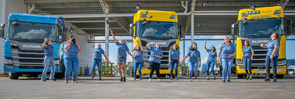 egresaron 12 nuevas profesionales del Programa Conductoras de Scania Argentina