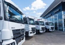 Mercedes-Benz entrega camiones a Nini en Simone