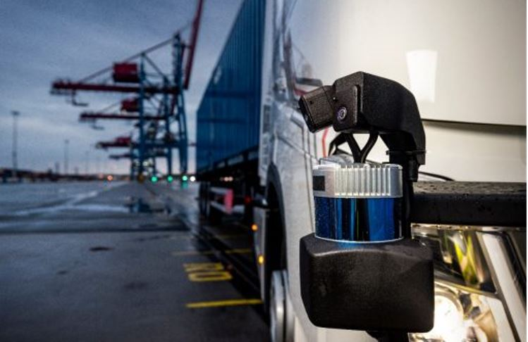 Volvo-probo-un-camion-autonomo-en-el-puerto